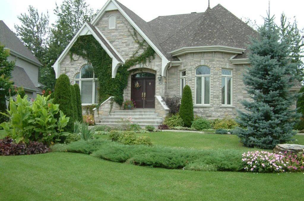 Réaliser un aménagement paysager pour mieux vendre sa maison